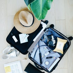Necessities and belongings before traveling are stored in suitcases